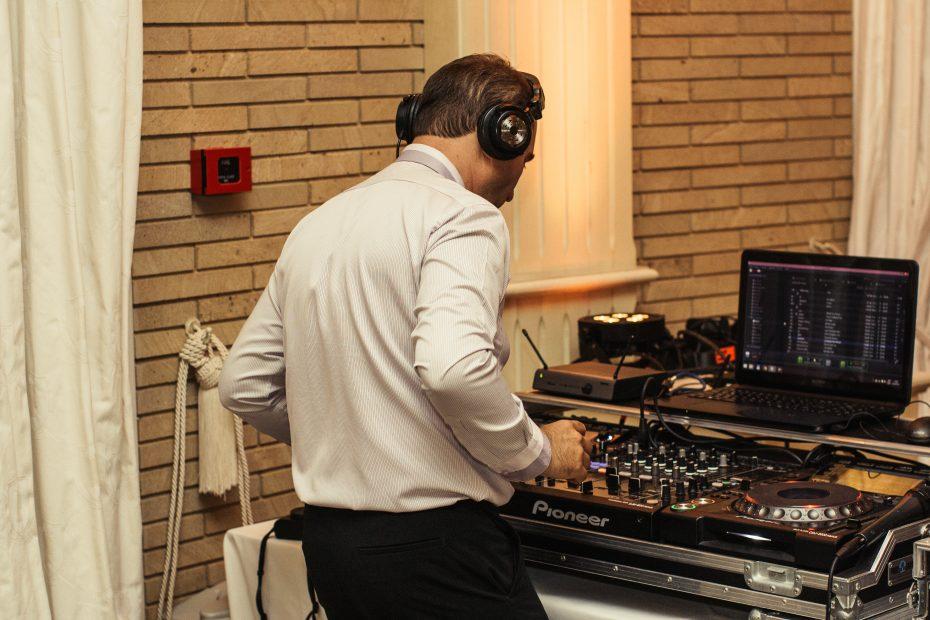 DJ СТОЯН ПЕТРОВ – КАКВО Е ДА РАБОТИШ С НЕГО?